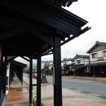 新潟県南魚沼市の塩沢宿です。牧之通りには雁木がありました。     ・読み返す北越雪譜冬の雲(和良)