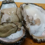 旬の岩牡蠣を生でいただきました。ミルクの濃厚さに感動しました。   ・岩牡蠣の旬のミルクの濃厚さ(和良)