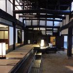 堺市の山口家住宅は江戸時代初期に建築された国の重要文化財です。   ・冬日差す町屋の土間の明るさよ(和良)