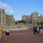 エリザベス女王は公式滞在以外にも私的な週末をウインザー城で過ごすそうです。               ・爽やかや宮殿に塵一つなき(和良