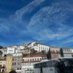 ポルトの市街地の空は青く澄み渡り鰯雲が広がっていました。 ・古都の空キャンパスにして鰯雲(和良)