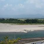 日本一広い中洲である善入寺島には開拓の哀史があります。 ・村落の跡ある中洲豊の秋(和良)