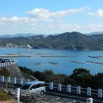 鳴門海峡に袋の形で面する湾にある福良港は波静かな天然の良港です。  ・初旅の福良の海は波もなく(和良)
