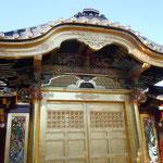 5年間の大修復工事を終えた上野東照宮の唐門です。                                ・春光に東照宮の金まぶし(和良)
