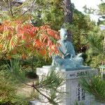 堺市にある南宗寺は三好長慶が創建した寺です。長慶の像がありました。 ・長慶の像はここにと櫨紅葉(和良)