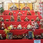 阿波おどり会館の雛人形は勝浦町のビッグひな祭りを宣伝していました。 ・雛飾るロビー明るく華やかに(和良)