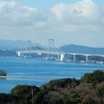 休暇村南淡路の宿の露天風呂から大鳴門橋がよく見えました。      ・初旅は淡路の宿に鳴門見る(和良)