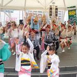 本番の一か月前にもかかわらず皆で阿波踊を楽しんでいました。     ・待ちきれぬ踊る阿呆に見る阿呆(和良)