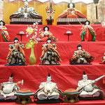 徳島市の阿波おどり会館に勝浦町の雛が飾られていました。             ・微笑みもお澄ましもあり雛の顔(和良)