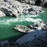 大歩危峡の舟下りを楽しんできました。                                          ・行く秋や大歩危峡に舟下り(和良)