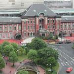 完成したばかりの新丸ビルから見た東京駅です。新緑が美しかったです。  ・新緑の際立つ駅の赤煉瓦 (和良)