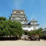 福山駅の駅前にある福山城では観月会の準備がされていました。       ・月を観る月見櫓のすぐ側で(和良)