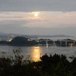 鳴門市のカルフォルニアテーブルで中秋の名月を観てきました。  ・名月の照らす鳴門の海静か(和良)