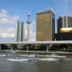 東京でスカイツリーを見てきました。吾妻橋から見てきました。          ・船遊スカイツリーを横に見て(和良)