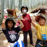 家族だけで筍掘りができました。楽しい一日でした。  ・家族して筍を掘る賑やかに(和良)