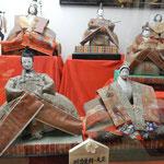 勝浦町のビッグひな祭りには明治後期の古い雛も飾られていました。   ・一世紀前の古雛にある風雅(和良)