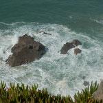 ユーラシア大陸西端のロカ岬には大西洋の波が押し寄せていました。 ・ユーラシア大陸果てて冬の波(和良)