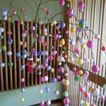 渭水苑の玄関には餅花が飾られていました。                        ・餅花の垂るるほどに咲き満ちて(和良)