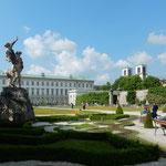 ザルツブルグのミラベル庭園です。映画のロケ地にもなりました。    ・散策し集合場所は片蔭と(和良)