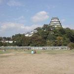 江戸初期のままの姿で今に続く姫路城。のどかな風景でした。  ・秋うらら世界遺産の城にゐる (和良)