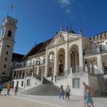 ポルトガル最古のコインブラ大学の構内は若さにあふれていました。 ・大学の街は白亜や秋高し(和良)