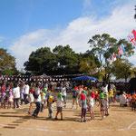 徳島城のある徳島市中央公園で内町保育所の運動会を見てきました。           ・運動会には青空と万国旗(和良)