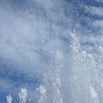 文化の森に上がった噴水の穂先には秋の雲が広がっていました。 ・噴水の穂先に高し鰯雲(和良)