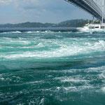 鳴門海峡の春の大潮を観潮船から見てきました。            ・ご覧あれ春の鳴門の大潮を(和良)