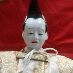 飾られた雛人形の中に泣きそうなお顔の雛人形がありました。      ・泣きそうなお顔の雛も飾られて(和良)