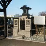埼玉県越谷市の法光寺にできた写楽の墓は阿波の方角に向いていました。 ・冬日濃し写楽の墓は阿波へ向き(和良)