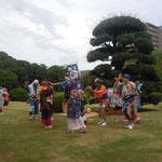徳島城博物館で津田の盆踊を見ました。                                          ・精霊を呼び寄せ津田の盆踊(和良)