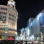 銀座は日本一の繁華街。四丁目交差点付近は日本一地価の高い商業地です。      ・冬灯まぶしき銀座四丁目(和良)