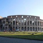 ローマでは古代遺跡を巡りました。コロッセオの大きさに感動しました。  ・冬晴れていよいよ高きコロッセオ(和良)