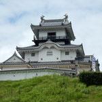 若き日の山内一豊がいた掛川城にも登ってみました。          ・梅雨晴の掛川城の白さかな(和良)