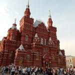 赤の広場の国立歴史博物館では古代からのロシアの歴史が通観できます。 ・悠久の歴史をしのぶ館の秋(和良)