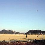 鳴門市の内の海総合公園で凧を揚げていました。懐かしい風景でした。 ・凧揚がる鳴門の空の青さかな(和良)