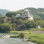 「伊予灘ものがたり」の車窓から大洲城と肱川が見えました。      ・大洲城見て肱川の鵜飼見て(和良)
