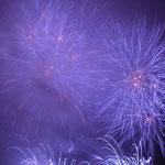 浜名湖に夏霧のかかるあいにくの天候でしたが20万人が詰め掛けました。         ・美しきほどに儚き花火かな(和良)