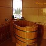 Holzfass-Badewanne in einem Wellnessbereich, Seniorenzentrum Niedersachsentor