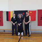 v.l.n.r. Trainer Christian Müller, Großmeister  Xiao Peng, Meister Andreas Lorenz