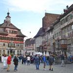 Marktplatz mit den wunderschön bemalten Fassaden