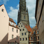 historischer Stadtrundgang in Nördlingen, der eindrucksvolle Kirchturm