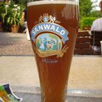 Pause mit Cola-Bier alkoholfrei