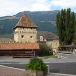 Stadtmauer mit Tor in Glurns