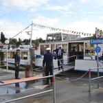 in der Schweiz wird sogar das Regenwasser weggekehrt für die Passagiere