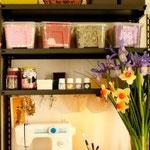 """Craft Room: immagine tratta dal Blog """"Café Creativo"""" di Anna Drai, raffigurante uno scorcio del suo angolo creativo."""