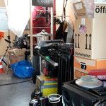 Der Setaufbau beginnt - das ganze Material muss erst mal untergebracht werden.