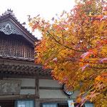 紅葉祭りの聖宝寺 県内有数の紅葉スポットです