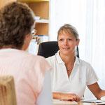 Gespräch im Arztzimmer