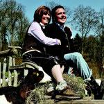 Rocco und Dani Damm auf ihrem Anwesen in Zwickau